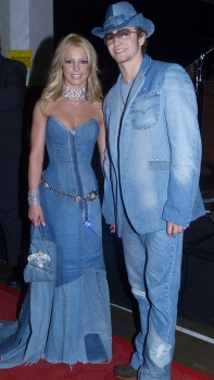2001 - Britney & Justin step out to the American Music Awards in matching all-denim outfits