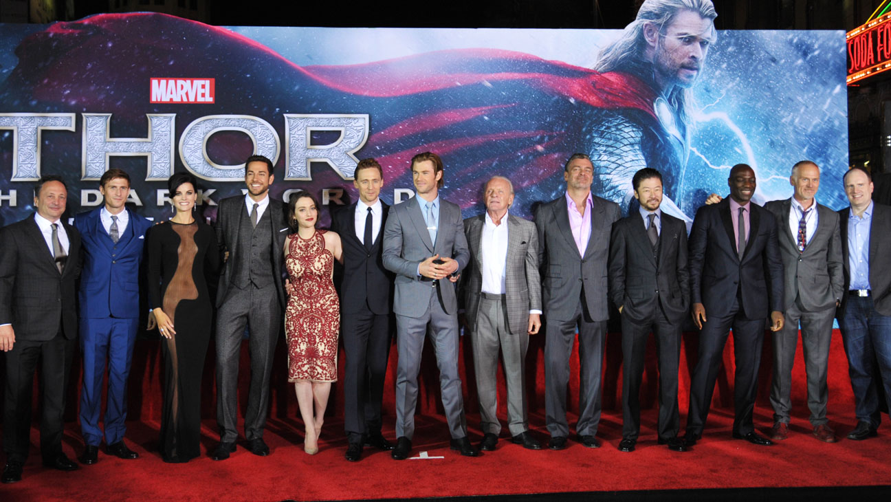 ¿Cuánto mide Chris Hemsworth? - Real height Thor_premiere_cast