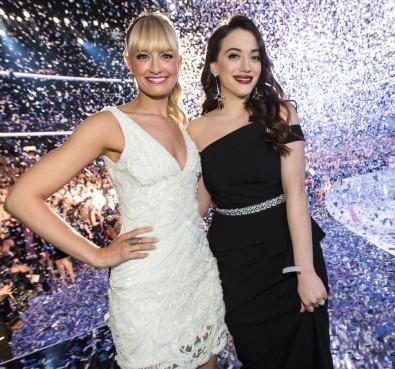 Kat & Beth on stage Look 3