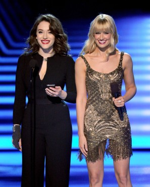 Kat & Beth on stage Look 2