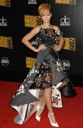 2009 AMAs - wearing Marchesa