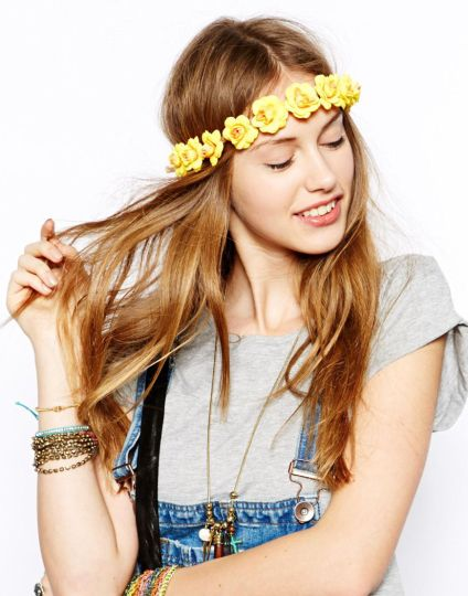 Johnny Loves Rosie €19.66 - Yellow Rose Garland http://tinyurl.com/pd26plw