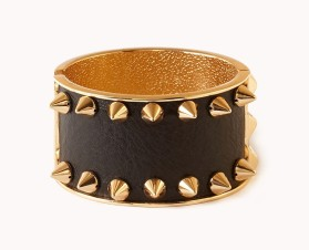 Forever 21 €12.90 - Spiked Hinge Cuff http://www.forever21.com/EU/Product/Product.aspx?br=F21&Category=acc&ProductID=1077056087&lang=en-US