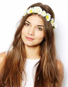 New Look €8.41 - All Round Rigid Daisy Hair Garland http://tinyurl.com/qcdeywq