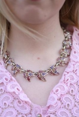 1950s Pink & Lilac Leaf Chain €16.31 - http://thehubmarketplace.com/style-trends-hot-fashion/1950's-Vintage-Pink-Lilac-Leaf-Collar-Chain