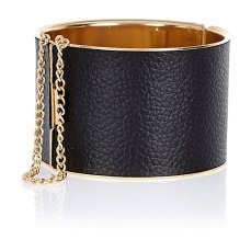 Black Chain Cuff €10 - http://eu.riverisland.com/women/jewellery/bracelets/Black-curb-chain-trim-cuff-bracelet-645920