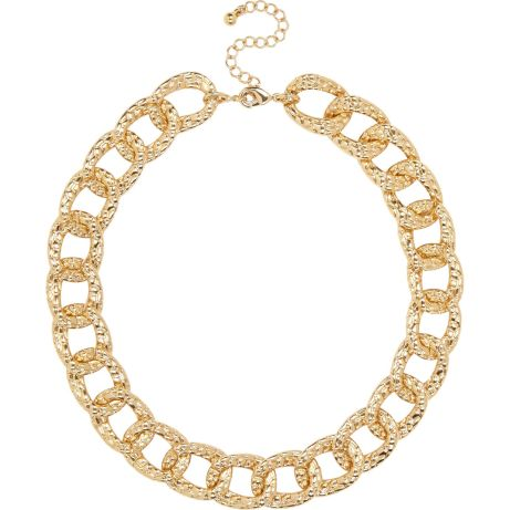 River Island €13 - Gold tone textured chunky chain necklace http://eu.riverisland.com/women/jewellery/necklaces/Gold-tone-short-chunky-chain-necklace-653267