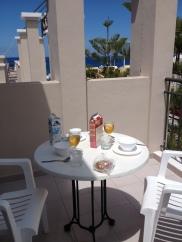 Los Olivos - Breakfast on the balcony
