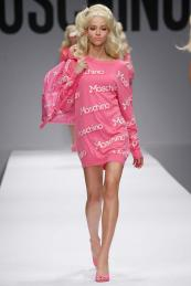 Moschino €574 - Cotton Jumper Dress http://bit.ly/1zoKONc €518 - Rucksack http://bit.ly/1oW8Pub