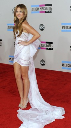 2010 AMAs - wearing Marchesa