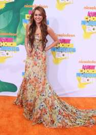 2011 Nickelodeon Kids' Choice Awards - wearing Dolce & Gabbana