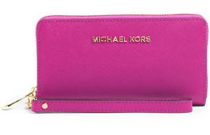 Michael Michael Kors €95 - Jet Set Multifunction Phone Case http://bit.ly/11eD30K