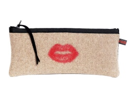 Studio DKS by Deborah Shavlik €34.95 - Red Lips Carryall http://bit.ly/1F59TQd