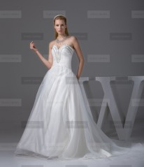 Fanny Crown €389 - Elegant Sweetheart Long Ivory Wedding Dress http://bit.ly/1FBFoDL