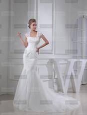 Fanny Crown €439 - Splendid Square Long Ivory Wedding Dress http://bit.ly/1FE2cSR