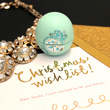 Urban Outfitter €17 - EOS Lip Balm Sphere Christmas Three-Pack http://bit.ly/1ZbtHvM