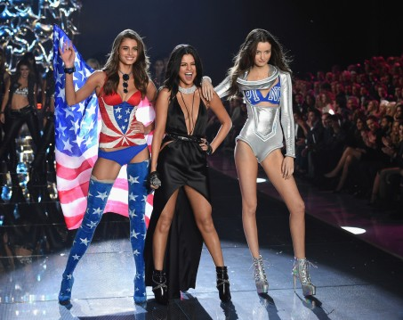 Taylor Hill, Selena Gomez & Megan Puleri