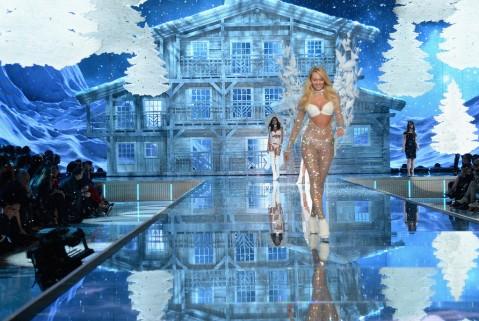 Victorias Secret Fashion Show 2015a