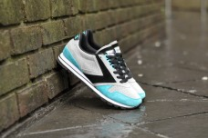 Brooks Chariot Sleek Black Blue Attol, €65/£5 http://bit.ly/20LUak7