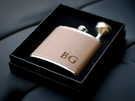 Etsy €8.95 - Personalized Flask Gift Set http://etsy.me/1PUBOMe