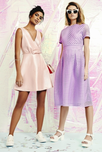 boohoo.com Bow Detail Detail Prom Dress €41 boohoo.com Zaira Boutique Full Skirted Prom Midi Dress €34 1