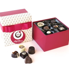Lily O'Briens €7 - Petit Indulgence Collection https://lilyobriens.ie/gifts/occasions/valentines-day-gifts/petit-indulgence-collection