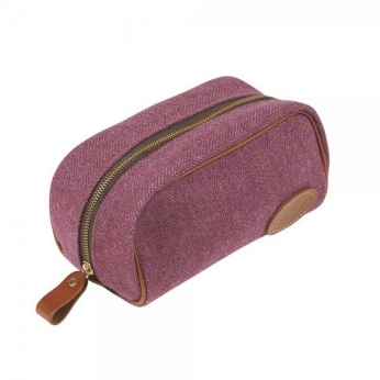 Magee 1866 €59 - Pink Herringbone Small Washbag https://www.magee1866.com/en/Pink-Herringbone-Small-Washbag/m-9264.aspx