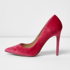 River Island €45 - Pink velvet court shoes http://eu.riverisland.com/women/shoes--boots/shoes/pink-velvet-court-shoes-698490