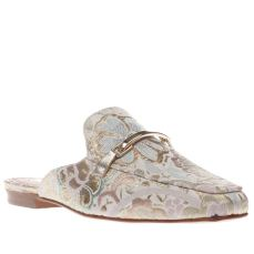 Schuh €78 - Pale Pink Ritzy Flats http://www.schuh.ie/womens/schuh-ritzy-pale-pink-flat-shoes/1337183370/