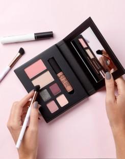 NYX Professional Makeup City Kits London, €20.27 http://bit.ly/2Av9a1s