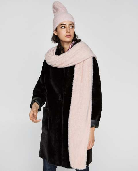 Zara Soft Feel Scarf, €19.95 http://bit.ly/2B30HTR