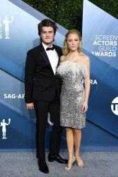 Joe Keery and Maika Monroe