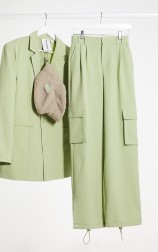 COLLUSION Unisex Cargo Suit in Pinstripe: Blazer, €62.99 https://bit.ly/3i1LqFe Trousers, €41.99 https://bit.ly/2QSHieI